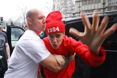 justin beiber being restrained