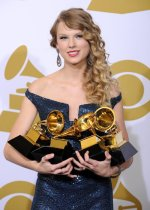 Taylor swift with_Grammy_Awards
