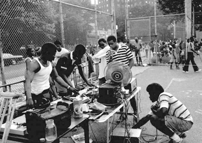 1975-Kool-Herc-setting-up-sound-system