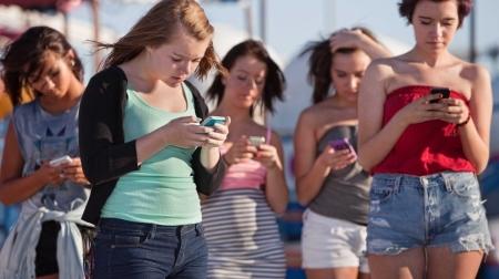 people-looking-at-phones-4