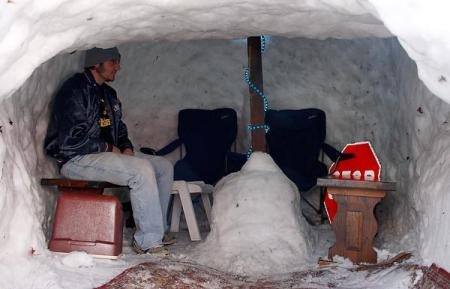 peron inside igloo