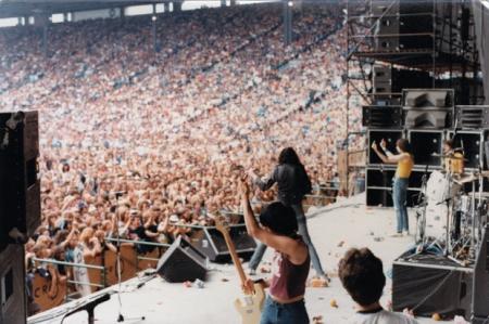 Ramones flippin' the bird Toronto '79