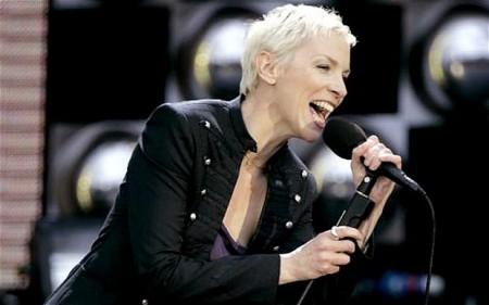 Annie sings