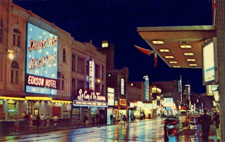 postcard-toronto-yonge-street-night-looking-s-across-from-edison-hotel-many-signs-1960s