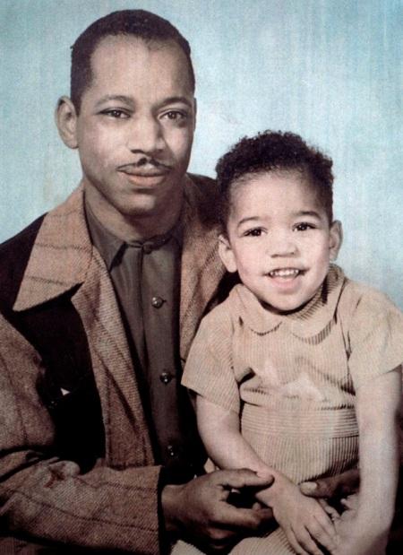 Hendrix, pere et fils : Al Hendrix et son fils Jimi Hendrix enfant (3 ans), 1945 --- Al Hendrix and his son Jimi Hendrix (3 years old), 1945