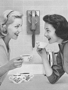 womendrinkingcoffee
