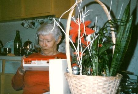 GrandmaVernon_Xmas1989c