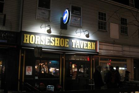 horseshoetavern-restaurant-toronto-exterior_54_990x660_201405311634