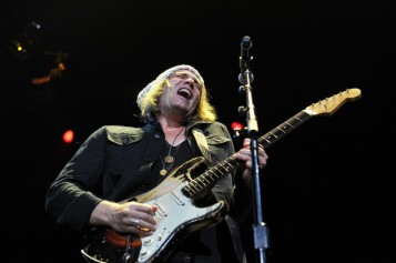 Philip+Sayce+Eric+Clapton+Crossroads+Guitar+Fgpc48iPlaLl