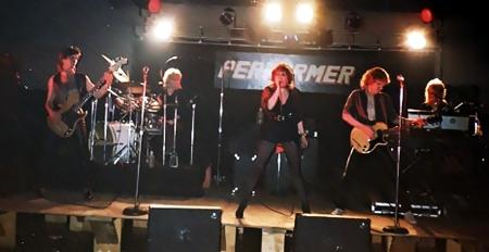 Performer live shot 001