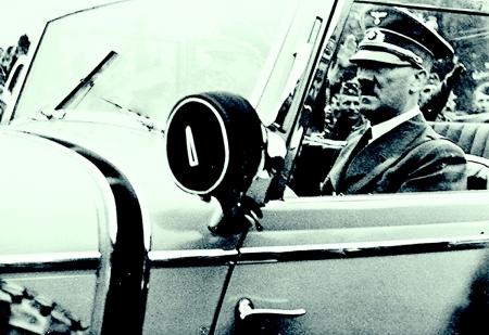 hitler-driving-a-car